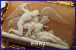 ANTIQUE 18K GOLD FINELY CARVED SHELL CAMEO BROOCH c1840 PSYCHE & CUPID KISS