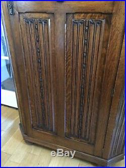 An Early C20th Antique Fine Quality Carved Oak Hallrobe