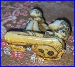 Edo Period fine carved & stained Boxwood Netsuke depicting Ashinaga & tiny man