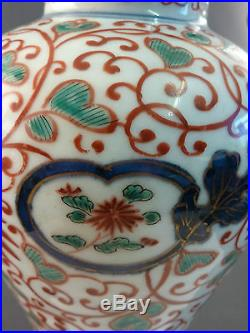 FINE C17th/18th JAPANESE IMARI VASE WITH CARVED WOODEN COVER